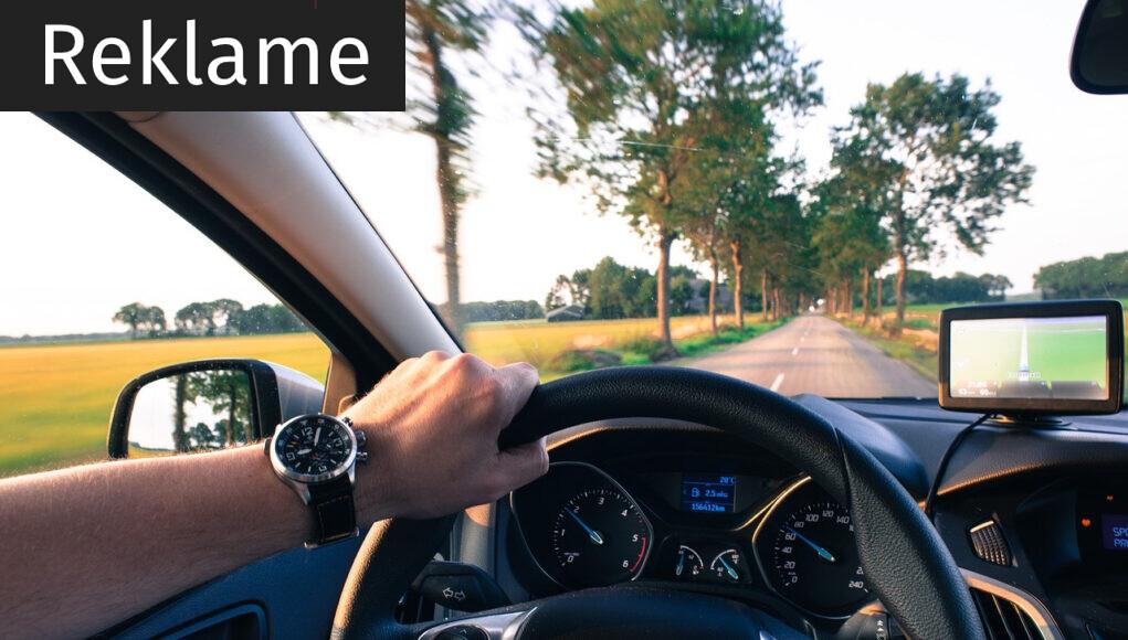 kører bil